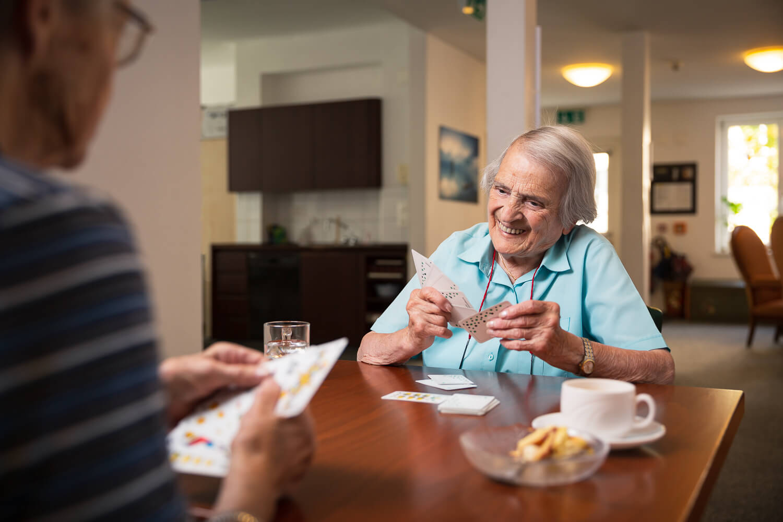 Mit neuen Imagebildern für das Alters- und Pflegeheim National erstellten wir eine ausdruckstarke Bildwelt für die Website